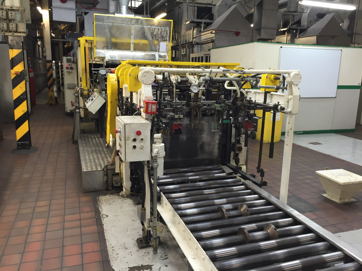 LA03 - roller conveyor and feeder