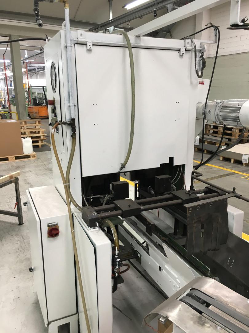 Larsen bailing machine