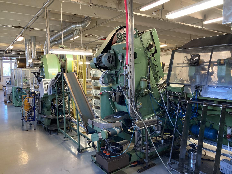 Ligne de fabrication de couvercles crénelés 175 mm